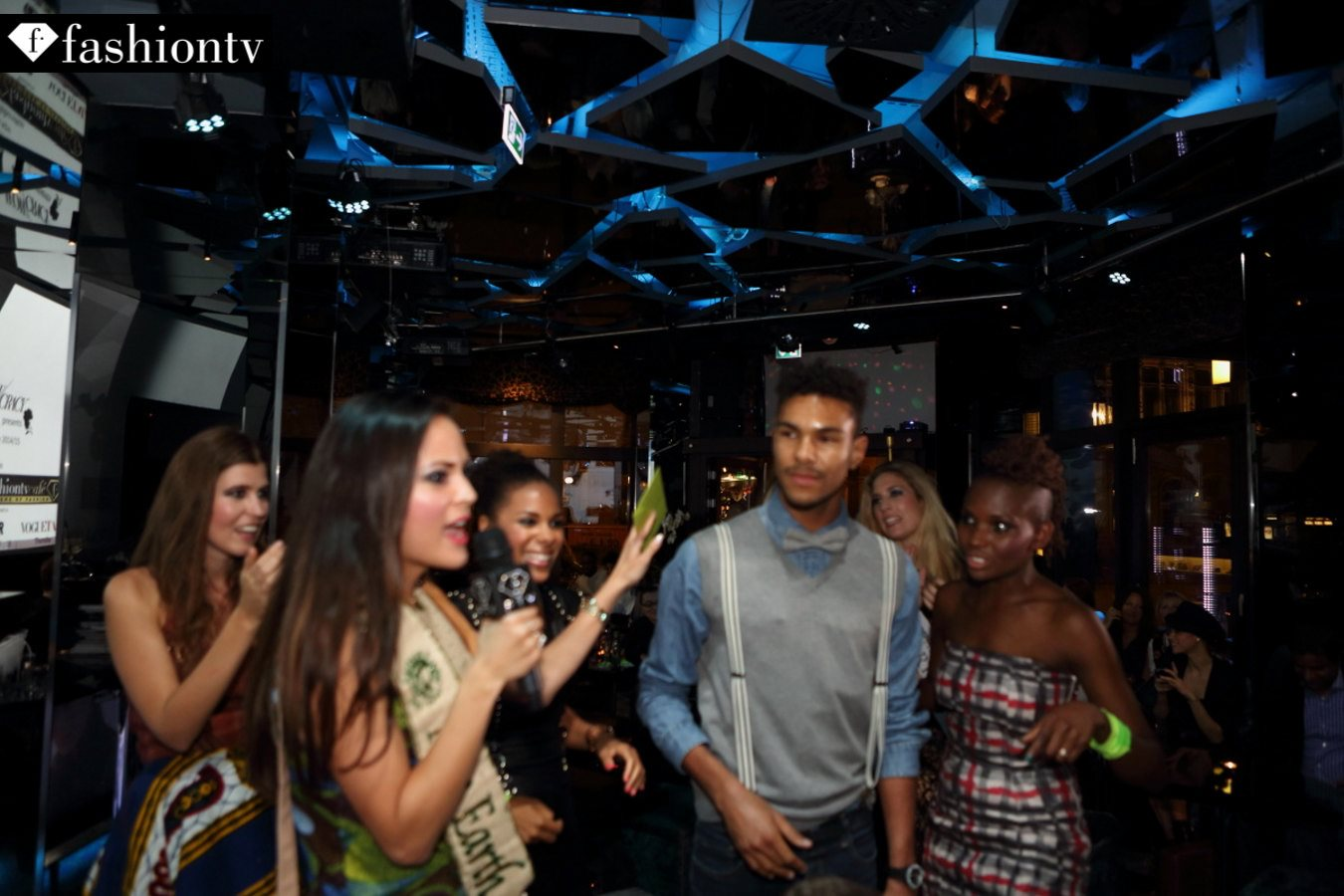 Wow / Cracy Pre-order Party!      photos by Fototuner